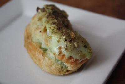 pistachio-eclair-astor-bake-shop-astoria-queens