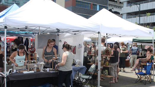 lic-flea-shoppers-long-island-city-queens