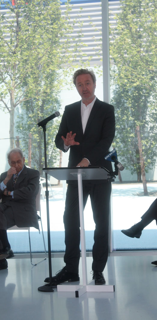 thomas-leeser-architect-courtyard-kaufman-ribbon-cutting-ceremony-momi-astoria-queens