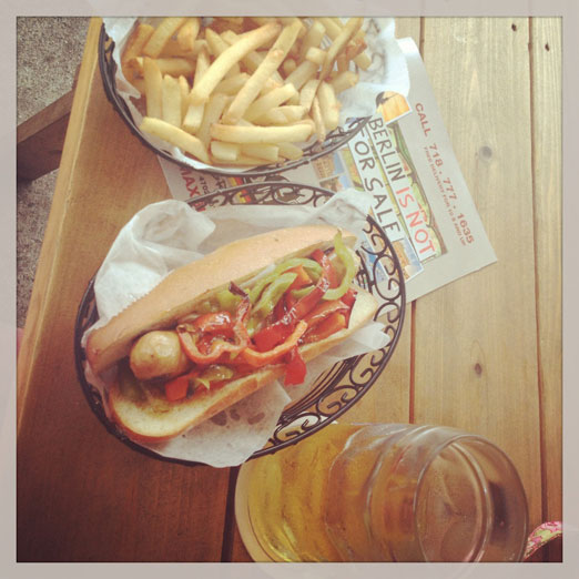 brat-fries-max-bratwurst-und-bier-astoria-queens