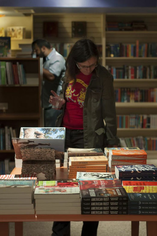 Astoria_Bookshop_Browsing
