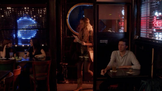 piper_enters_sparrow_Orange_Is_The_New_Black_S01E03_KissThemGoodbye_net_0723