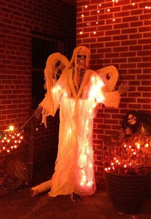 26-street-house-dead-angel-halloween-astoria-queens