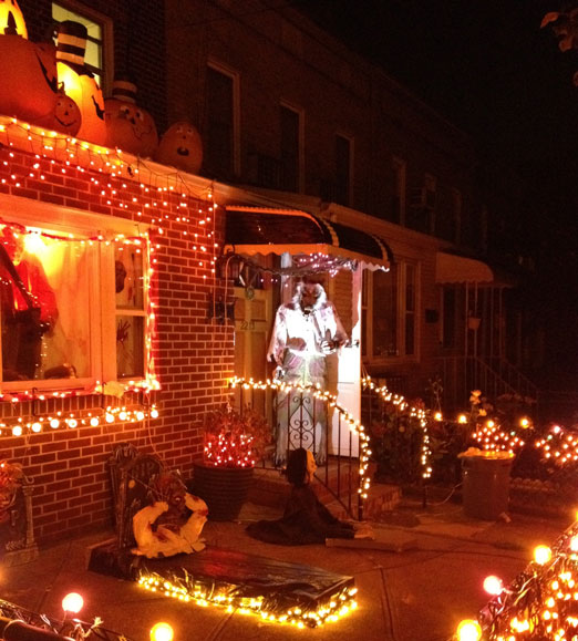 26-street-house-lights-halloween-astoria-queens