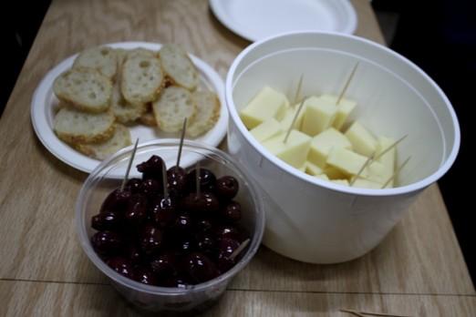 omega-wines-tasting-cheese-olives