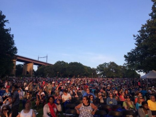 crowds-from-stage-fireworks-astoria-park-june-2014