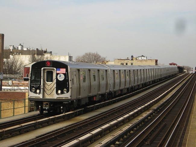 n-train-subway-astoria-queens