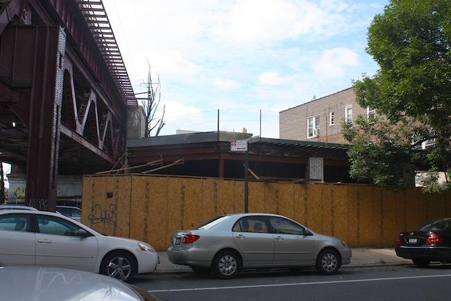 head-on-35th-street-new-greek-market-astoria-queens