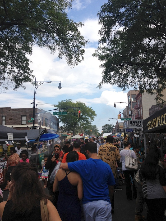 the-crowds-30th-avenue-street-fair-september-1-labor-day-astoria-queens