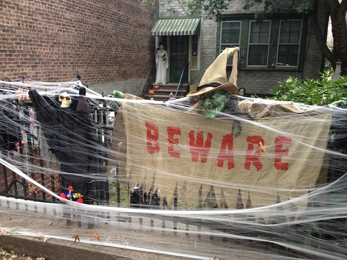 beware-28th-avenue-house-halloween-astoria-queens