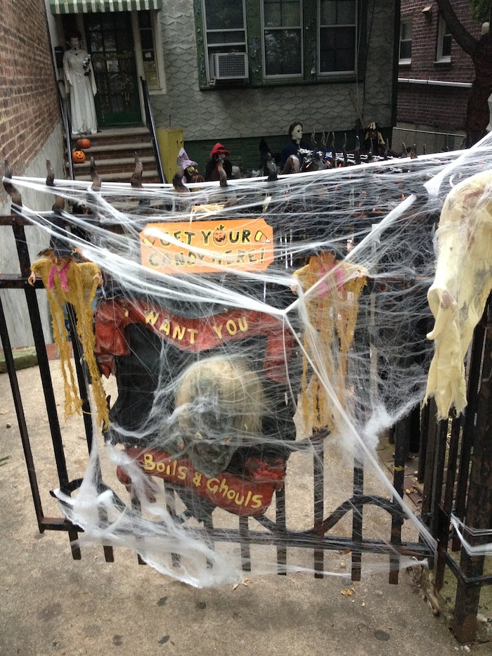 get-your-candy-here-28th-avenue-house-halloween-astoria-queens