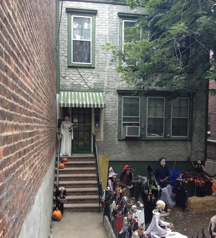 walkway-to-front-door-28th-avenue-house-halloween-astoria-queens