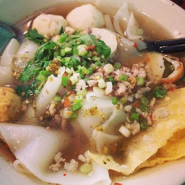 tom-yum-bolarn-noodle-soup-pye-boat-noodle-astoria-queens