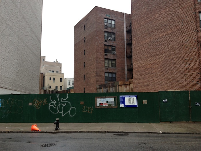 newtown-ave-empty-lot-new-development-in-place-of-house-astoria-queens