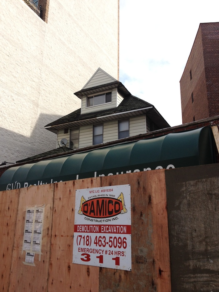 newtown-ave-old-house-new-development-in-place-of-house-astoria-queens