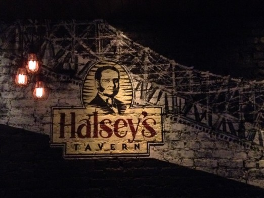 halsey's-tavern-interior-wall-art-astoria-queens-bar-restaurant