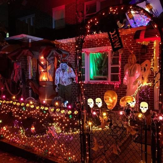 elaborate-front-yard-decorations-halloween-ditmars-astoria-queens