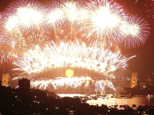 800px-Sydney_harbour_fireworks_new_years_eve_2008