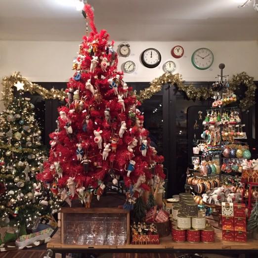 Lockwood_Holiday store