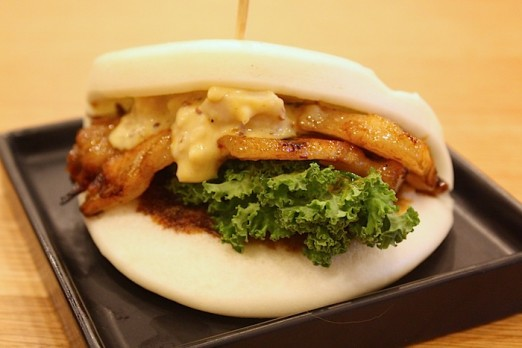 pork-bun-shuya-cafe-de-ramen-astoria-queens