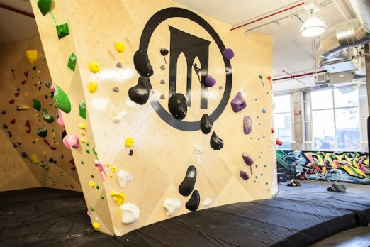 brooklyn-boulders-queensbridge-coworking-logo-wall-lic-queens