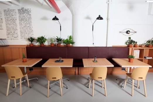 coworking-tables-chairs-spaces-falchi-building-lic-queens