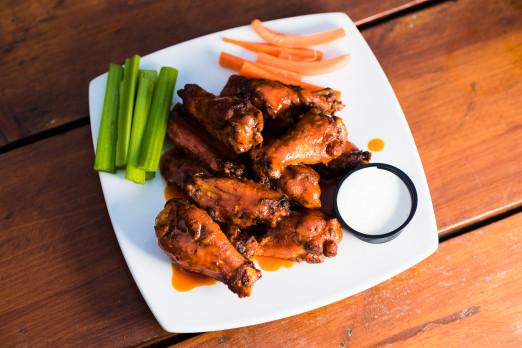 chicken-wings-katch-we-heart-astoria-queens-sports-bar-tasting