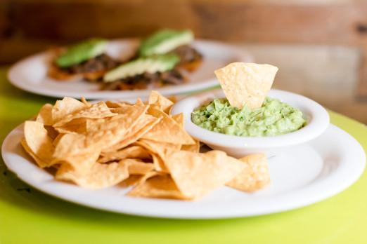 chips-guacamole-chela-garnacha-we-heart-astoria-queens-mexican-tacos-36th-ave