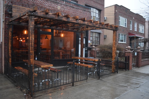 exterior-vintage-wine-bar-ditmars-we-heart-astoria-queens