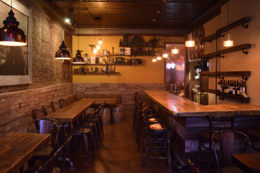 interior-vintage-wine-bar-ditmars-we-heart-astoria