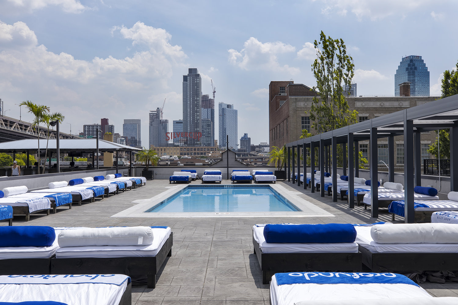 profundo-pool-ravel-hotel-lic-queens